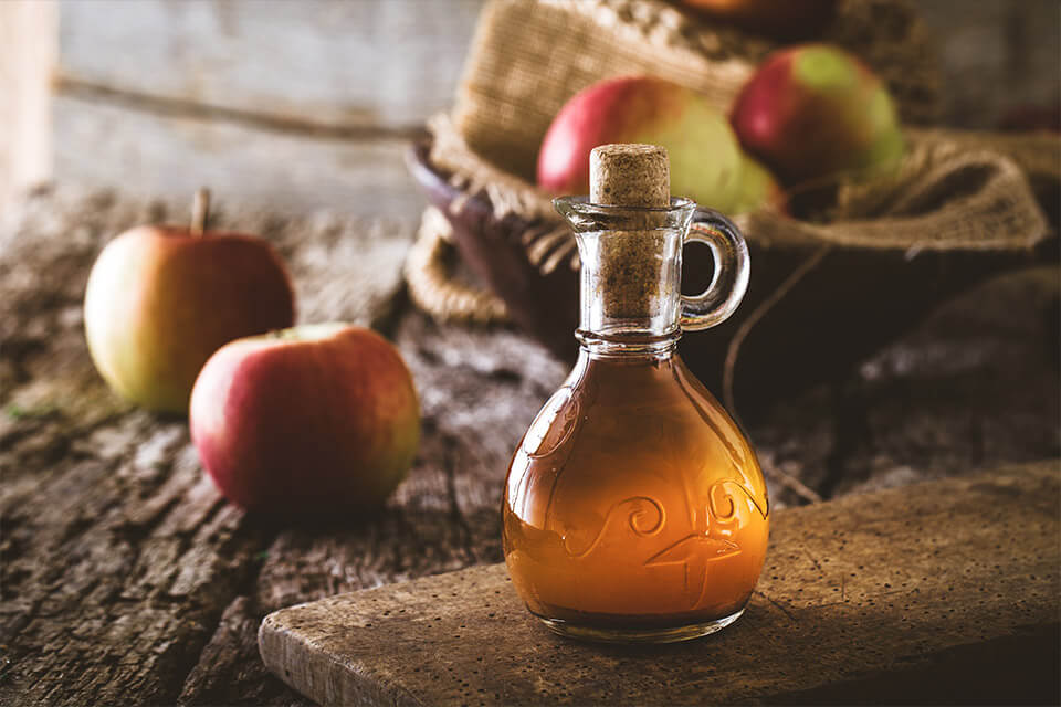 natural sore throat remedies - apple cider vinegar
